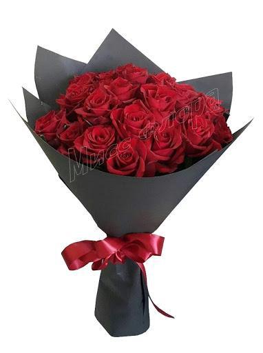 19 krashih roz v chernoi